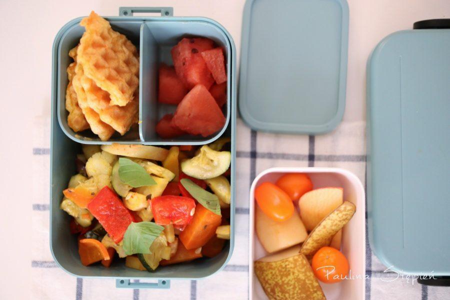 Owoce osobno, danie osobno, soczyste w osobnym pudełku