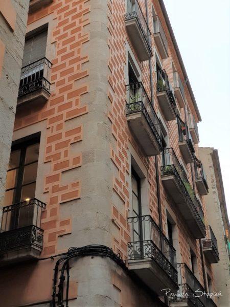 Tutaj budynki wyglądają zupełnie inaczej niż we Francji, którą dopiero co opuściliśmy