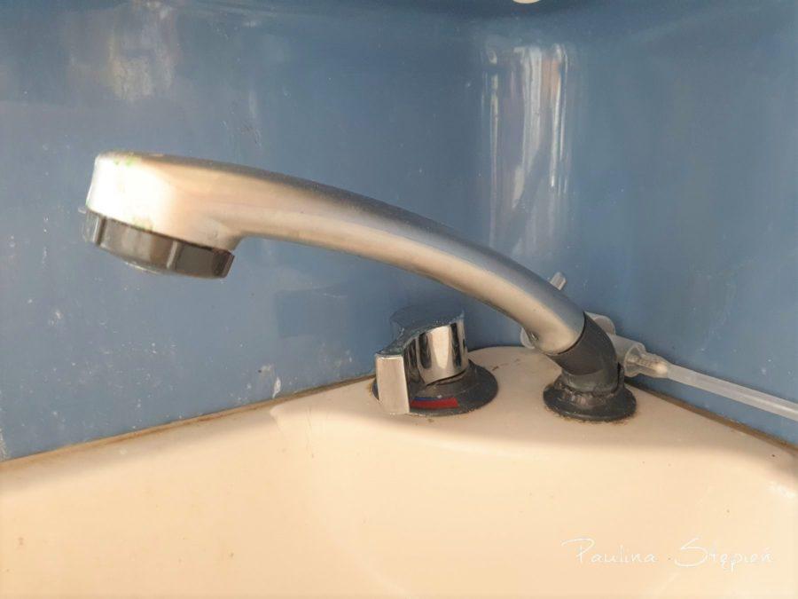 Prysznic, tutaj się trochę ukruszyło mocowanie, drobiazg ale chciałabym wymienić