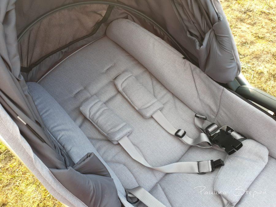 Miękkie siedzisko w wózku z opcją obrócenia na drugą stronę