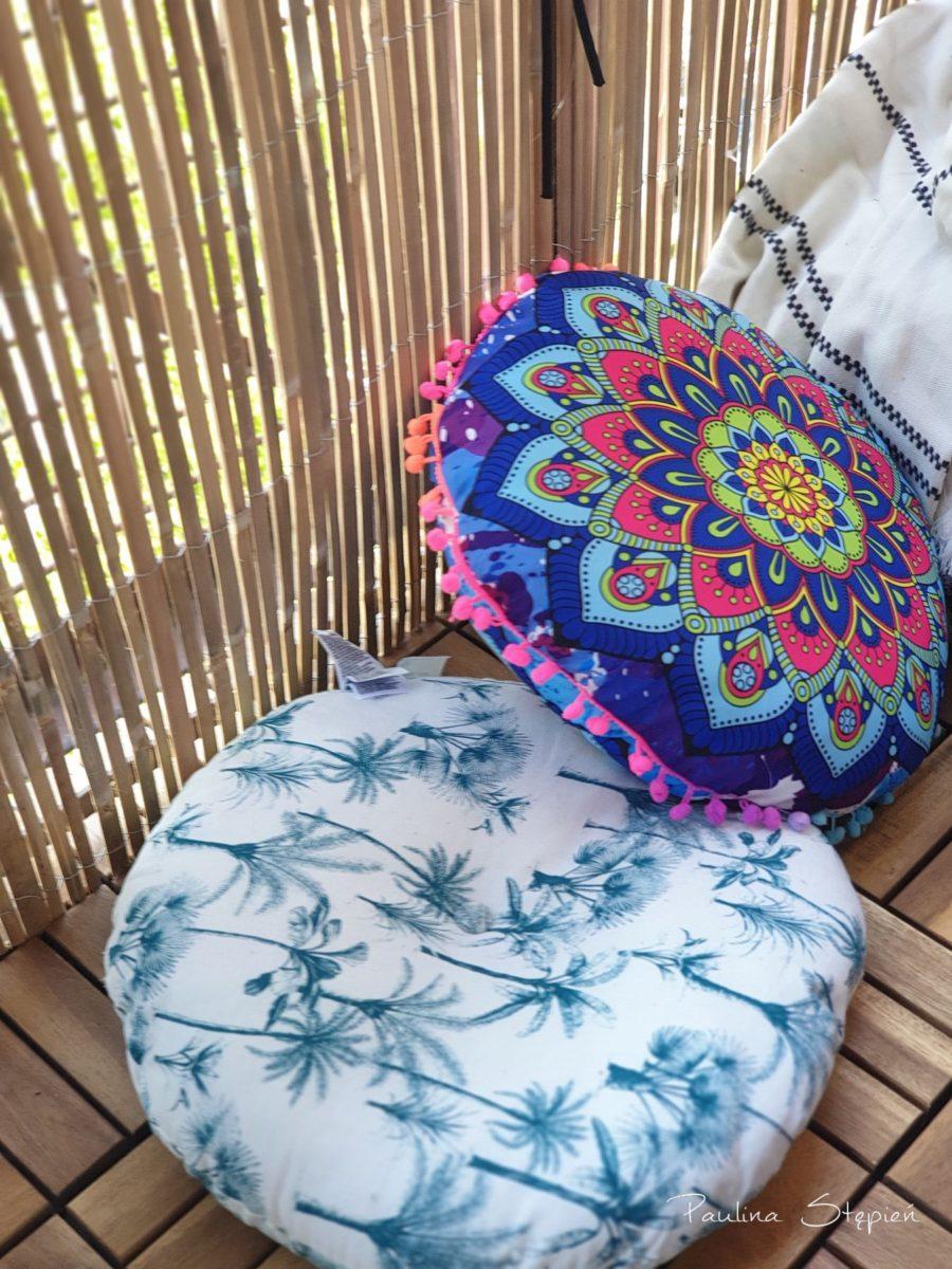 Kolorowe poduszki, na których można siadać