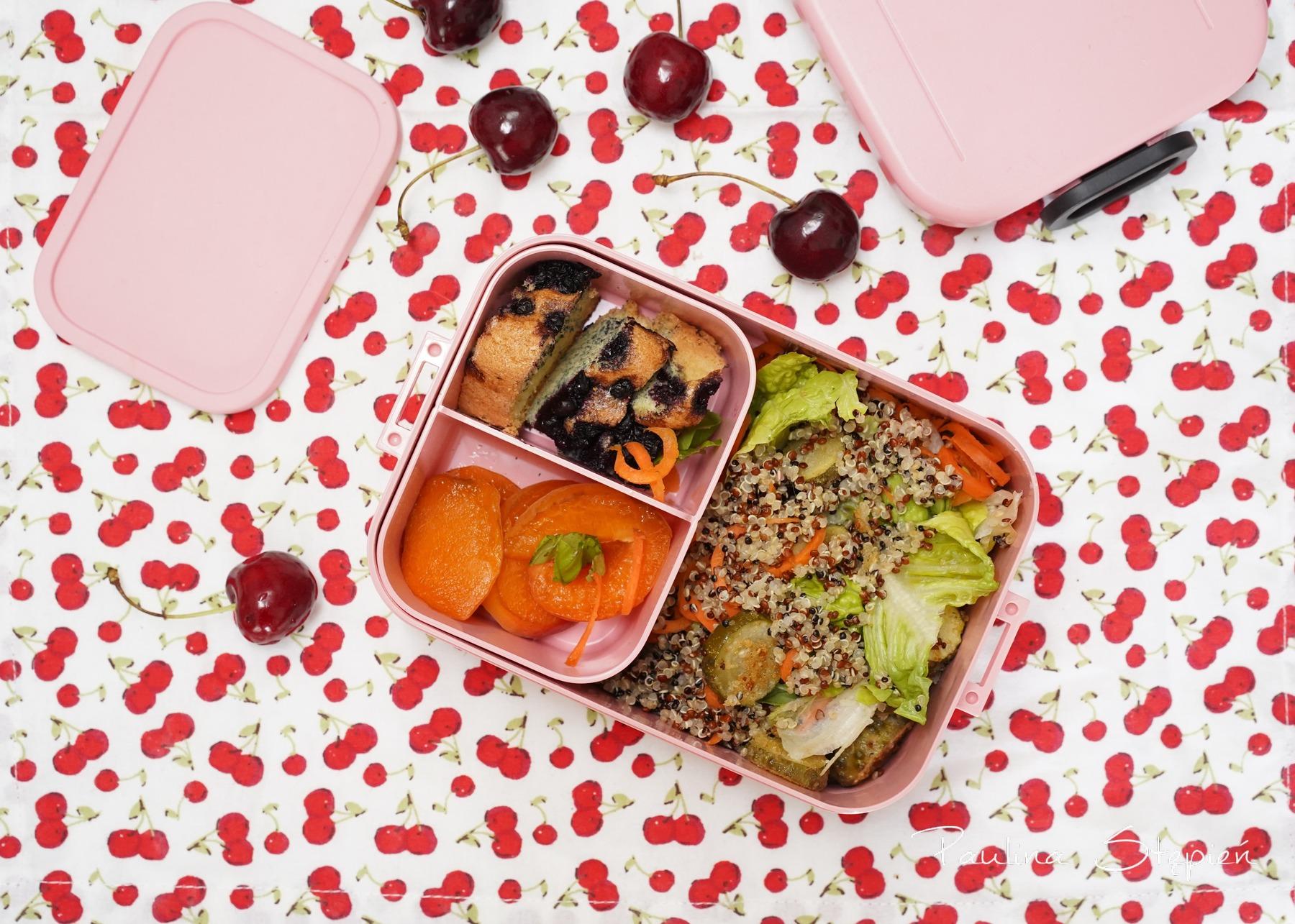 A reszta pudełka pomieści danie obiadowe i przekąski