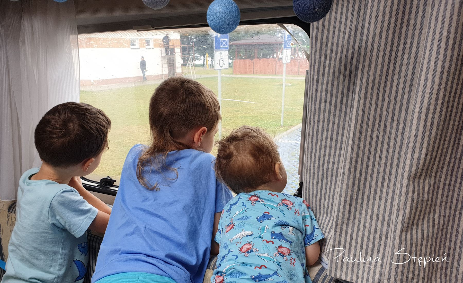 Dzieciaki kochają kampera